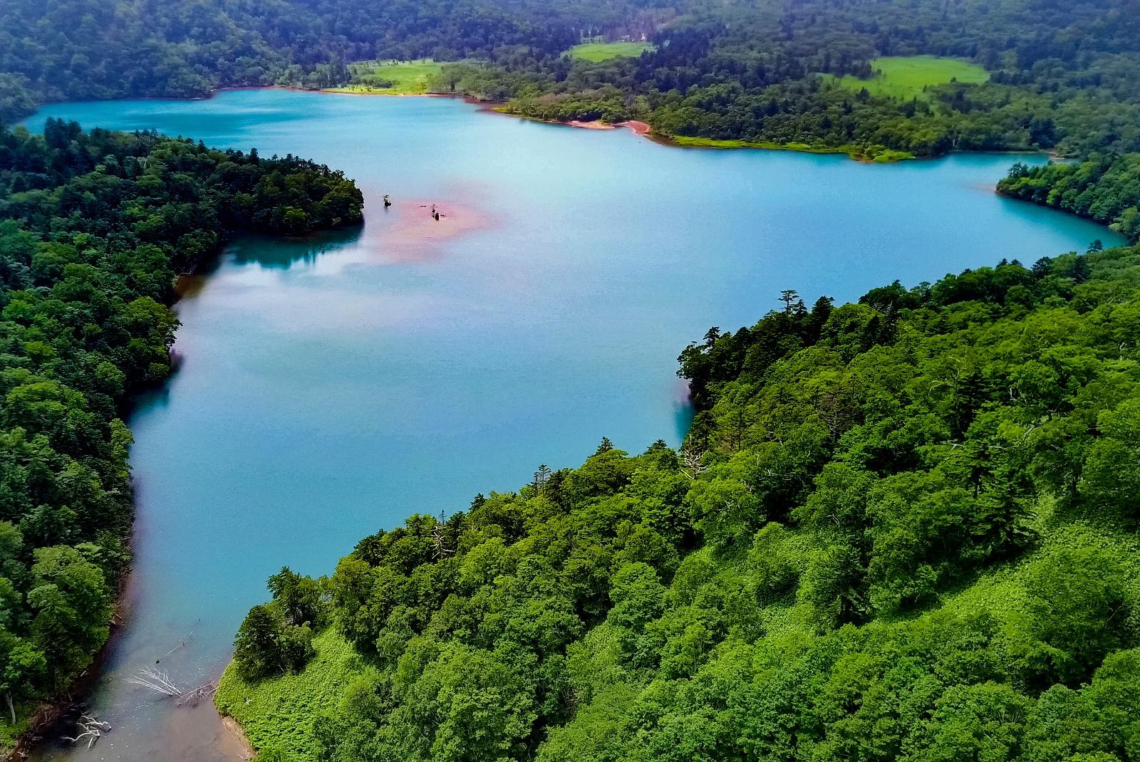 北海道三大秘湖「オコタンペ湖」―その色が美しく変化する理由とは?