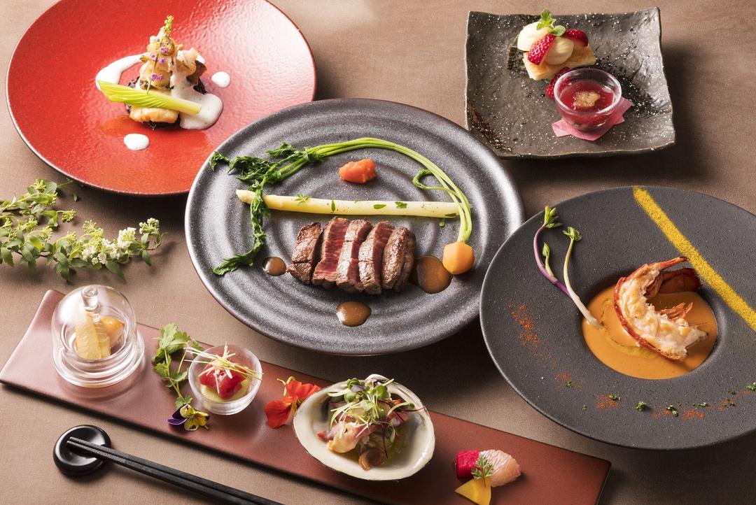 「ホテルノイシュロス小樽」のてっぺんは回転展望レストランなのか?