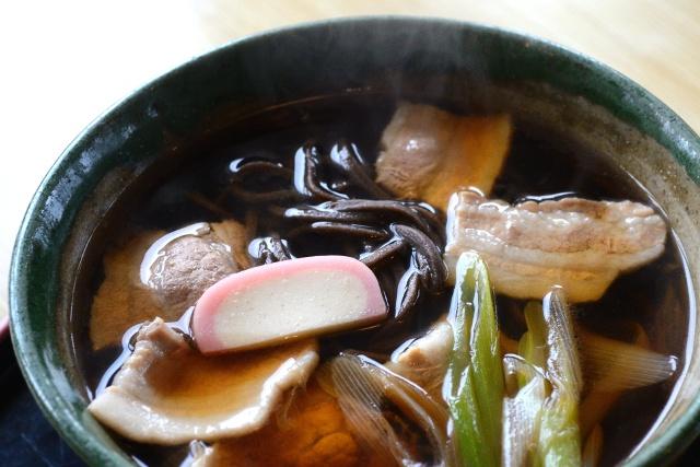 音威子府村の幻の黒い蕎麦!道の駅の「麺屋一ふじ」で肉蕎麦を食す!