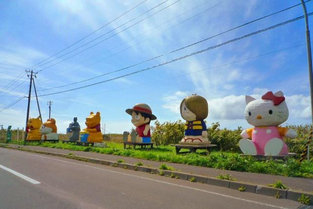 利尻島に人気アニメキャラクターがズラリ!これはいったい何なの?