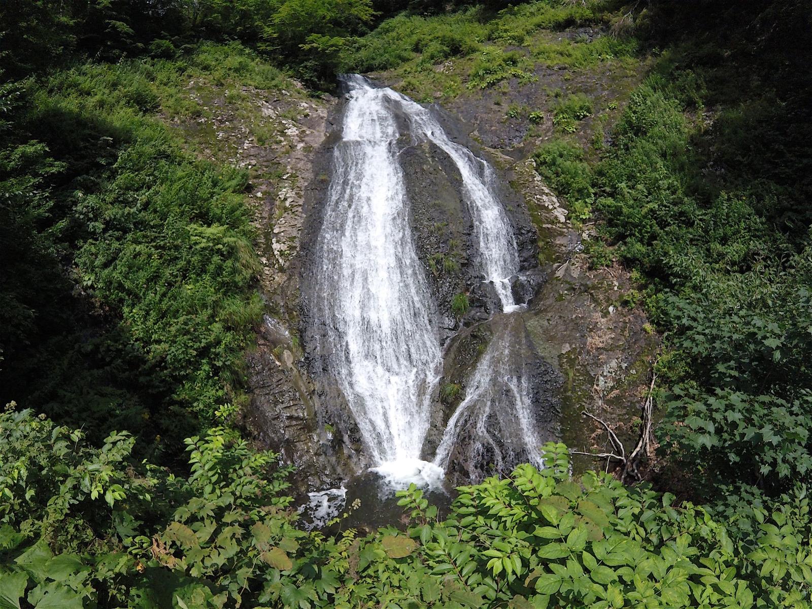 林道のカーブミラーでその存在を知る!黒松内町の山奥にある「重滝」