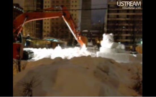 さっぽろ雪まつり後の雪像ぶっこわし中継が毎年大人気!