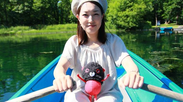 驚くほど透明度の高い沼でタダでボートに乗れる!富良野「鳥沼公園」