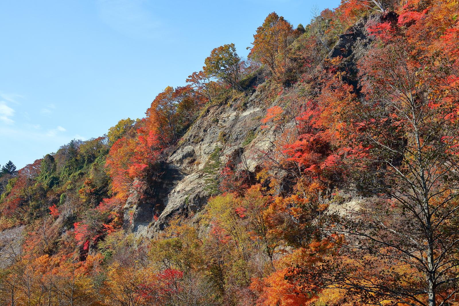 秋に巡る森町の景勝地「鳥崎八景」渓谷、ダム、クライマックスは大滝!