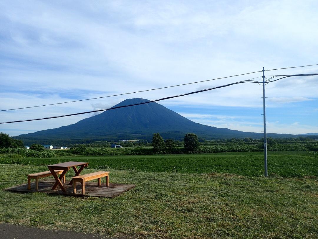 わざわざ電柱を移設し美しい景観を実現。倶知安町八幡ビューポイント